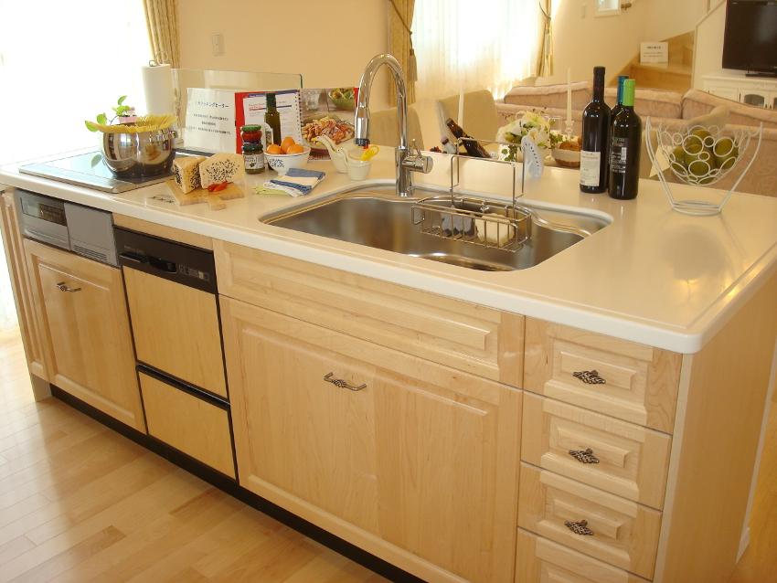 回遊性の高いアイランドキッチンで作業効率もアップ!