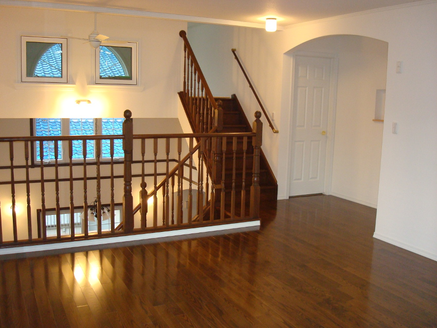 2Fホールからさらに上へと続く階段。階段の先には秘密の空間が・・・