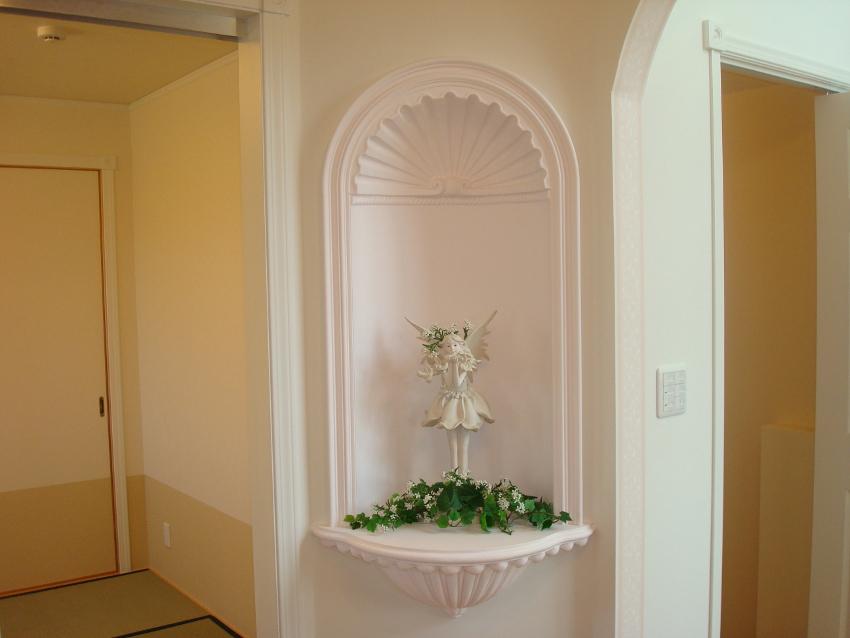 玄関ホールにある飾りニッチ