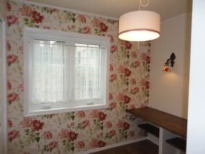 奥様こだわりの花柄の壁紙。とても素敵に仕上がりました。