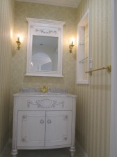 照明や壁紙にもこだわった洗面スペース